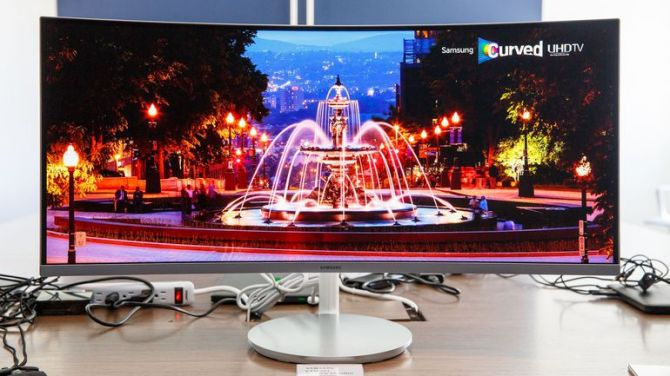 samsung-curved-monitors-0102-006.jpg