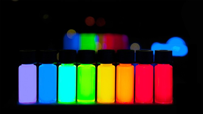Quantum_Dots_with_emission-1340x754.jpg