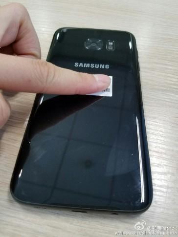 s7-edge-glossy-black-4